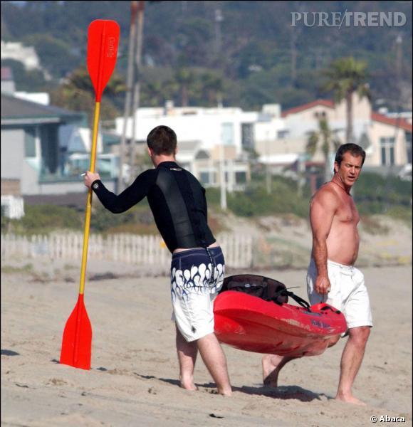 Mel Gibson opte pour le canoë. Bonne idée, un peu de sport...