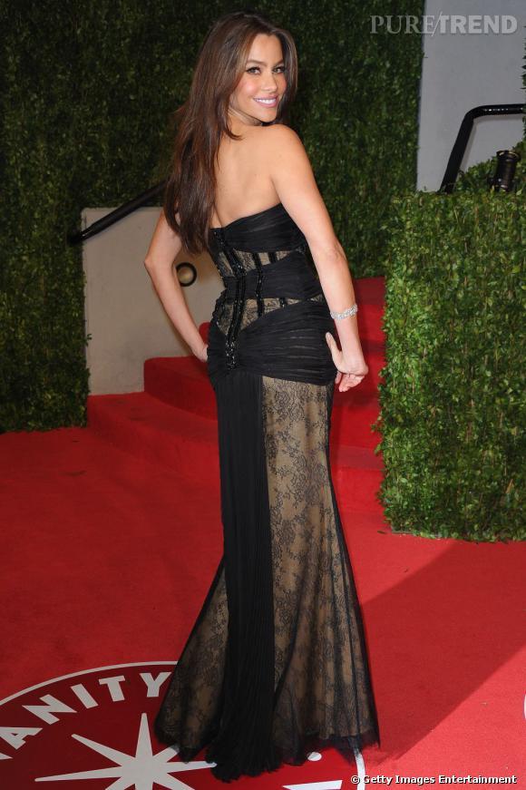 Aux Oscars, elle se démarque en robe Zuhair Murad printemps-été 2011.
