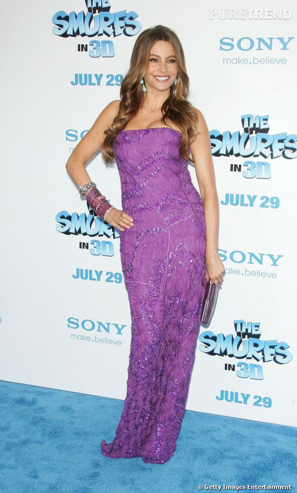 """Sofia lors de sa dernière apparition pour le film """"Les Schtroumpfs"""" a choisi une sublime robe violine Missoni."""