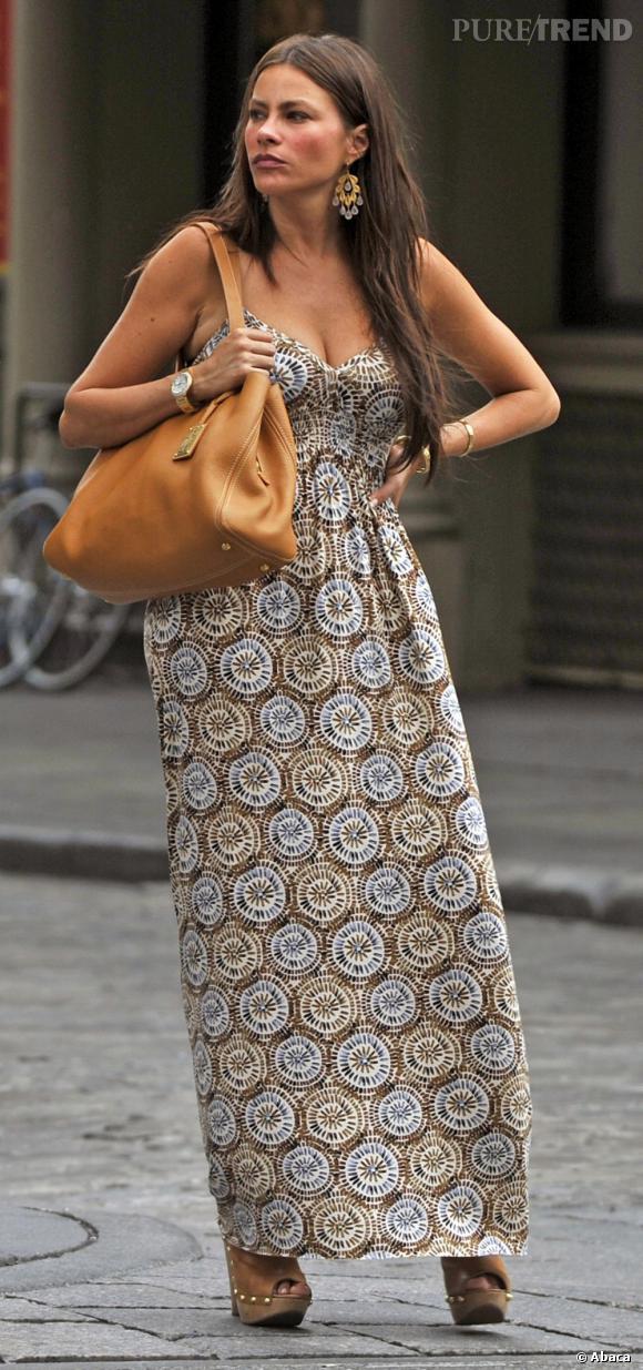 Sofia Vergara et sa pièce fétiche : une robe longue, aussi confort que tendance.