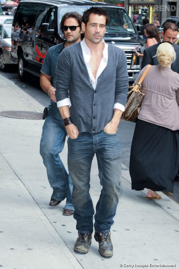 "Colin Farrell, casual en cardigan pour l'émission ""The Late show with David Letterman""."