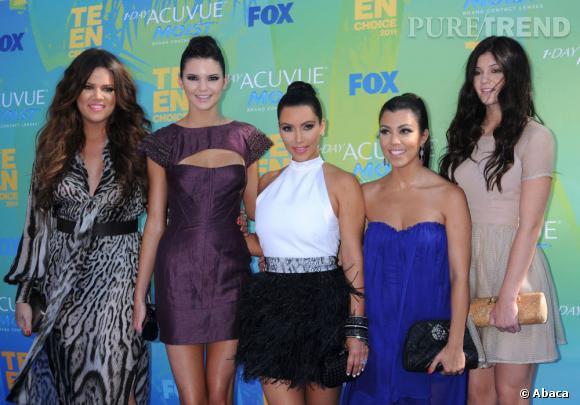 """Les Kadashian sont venues en force pour recevoir leur prix de la """"meilleure star féminine de la télé-réalité""""."""
