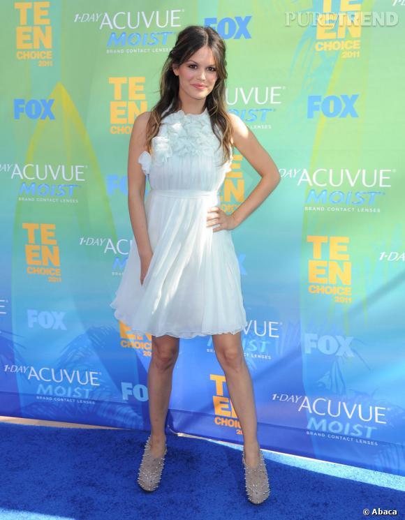 Jolie nymphette de la soirée, Rachel Bilson est pourtant restée très discrète. Elle s'illustre néanmoins dans une robe Chloé Croisière 2012 très virginale.