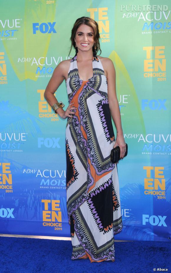 Nikki Reed de la saga Twilight joue la carte de l'estival avec une longue robe Etro Printemps/Eté 2011.