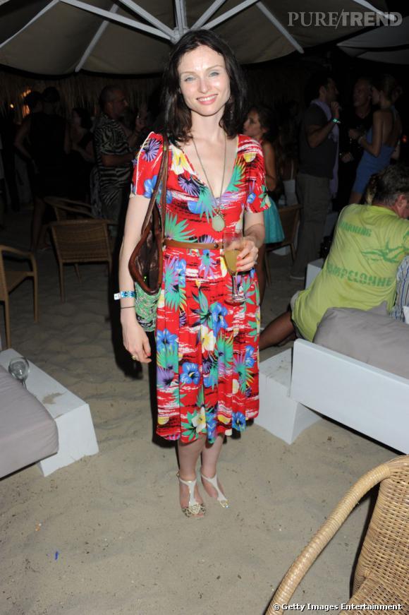 Sophie Ellis Bextor, fleurie pour la Teenage Cancer Trust Party à Ibiza.