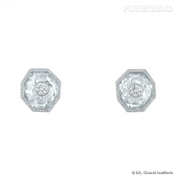 """Motifs d'oreilles """" Pluie de Cristal """"  en or blanc, serti de 2 diamants taille rond, 189 diamants taille brillant et cristaux de roche."""