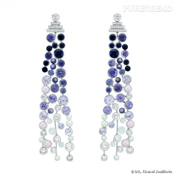 """Motifs d'oreilles """" Perle de Rosée """"  en or blanc, serti de diamants blancs, spinelles noirs et gris, pierres de lune et perles."""