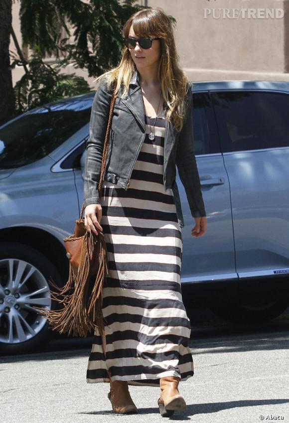 Maxi robe et maxi franges pour l'actrice.
