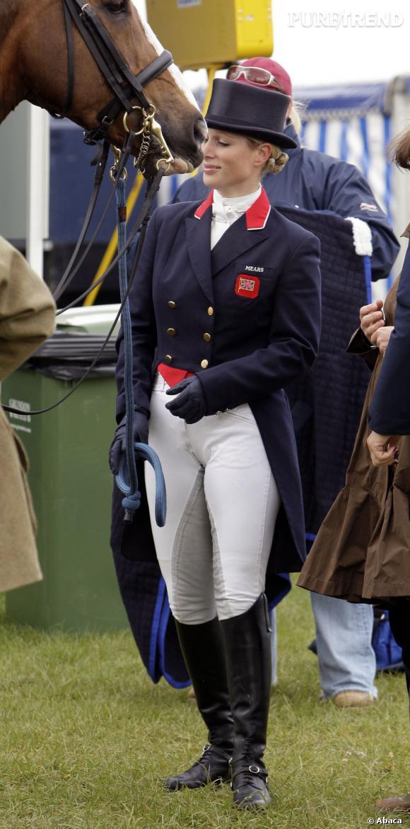 On le sait, Zara Phillips est une mordue d'équitation. En revanche, on ne savait pas qu'elle était obligé de se travestir avec un haut-de-forme et une queue-de-pie pour les grandes compétitions.