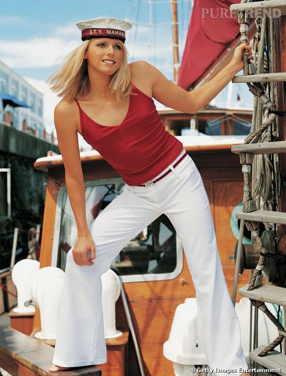 Charlène Wittstock joue les petits matelots en képi et en pantalon blanc. Et le capitaine, c'est le Prince Albert ?