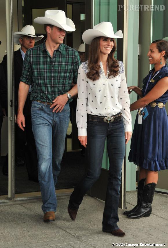 Pour plaire aux Canadiens, le Prince William et Kate Middleton sont prêts à tout, y compris à enfiler une tenue de cow-boy... qui ne leur va pas si mal tout compte fait.