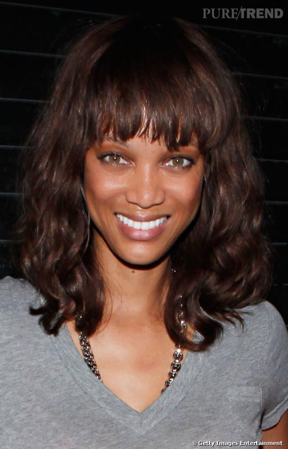 Le beauty look sobre, Ty Banks libère sa chevelure, plus naturelle que d'ordinaire.