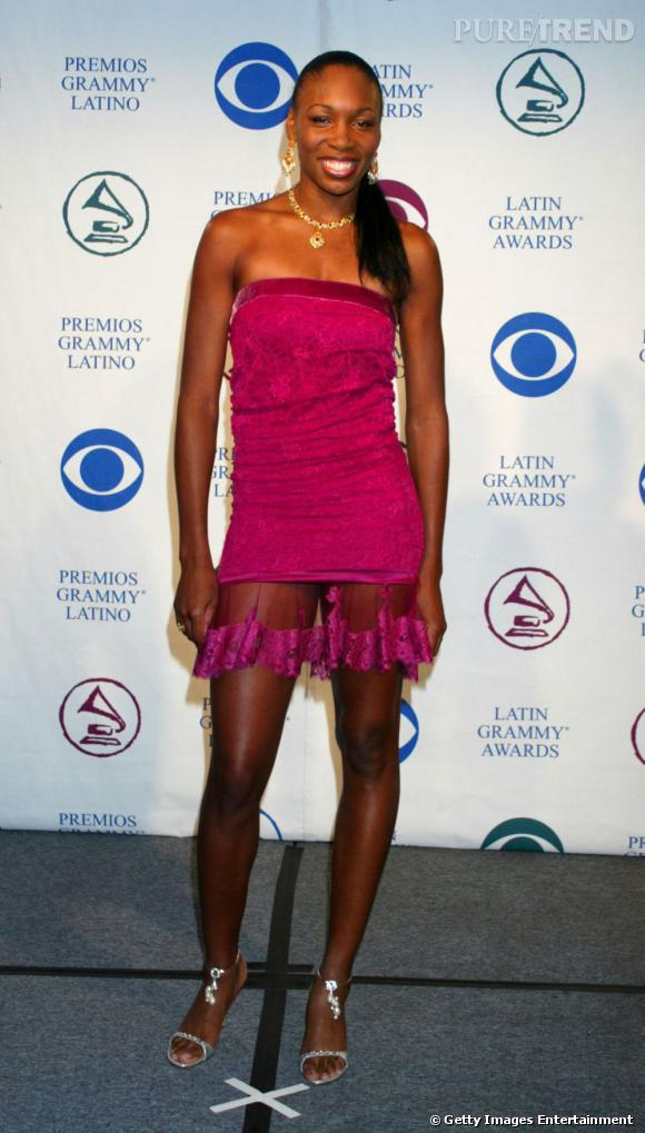 En robe-bustier fuchsia, Venus Williams se la joue sexy. Mais fait un faux-pas avec ce voile transparent au niveau des cuisses, qui n'est pas du meilleur effet.