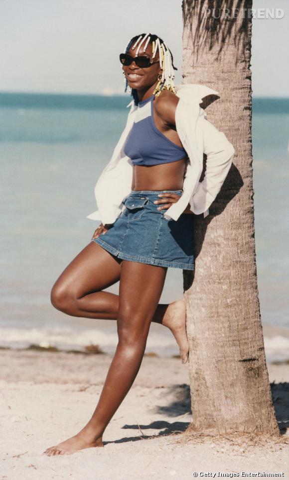 À ses débuts, Venus Williams est une jeune adolescente qui affectionne bien plus sa raquette de tennis que son style, fait de cheveux perlés et de jupes en jeans.
