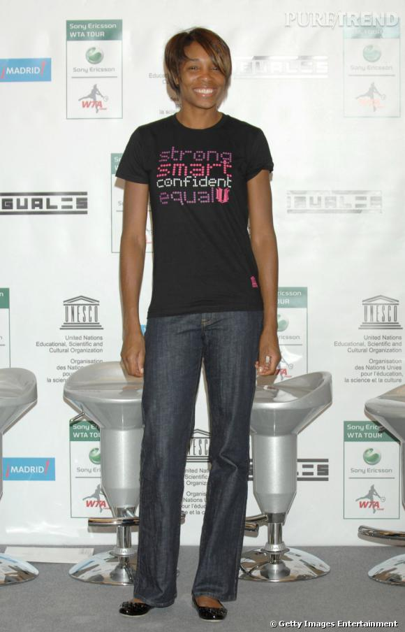 Nouvelle coupe pour une nouvelle vie, Venus abandonne les robes au profit d'un jean et d'un simple t-shirt. Raté.