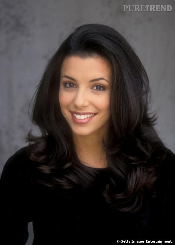 Eva Longoria , en 1998, établit son book de mannequin après avoir remporté le titre de  Miss Corpus Christi  au Texas.
