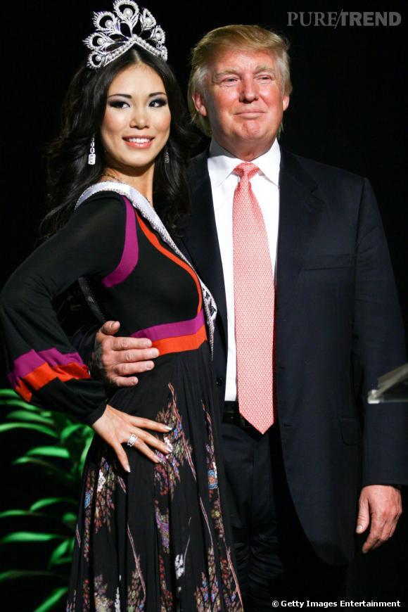 """Miss Univers 2007, Miss Japon Riyo Mori accompagnée du """"Donald"""" comme on l'appelle aux US."""