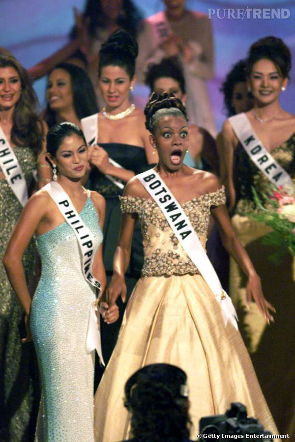 Élue Miss Univers en 1999, Mpule Kwelagobe, Miss Botswana, est couronnée à sa très grande surprise !