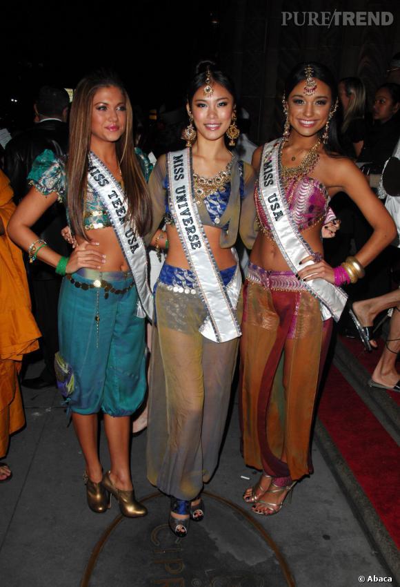 Miss Univers 2007 entourée de Miss Teen USA et de Miss USA.