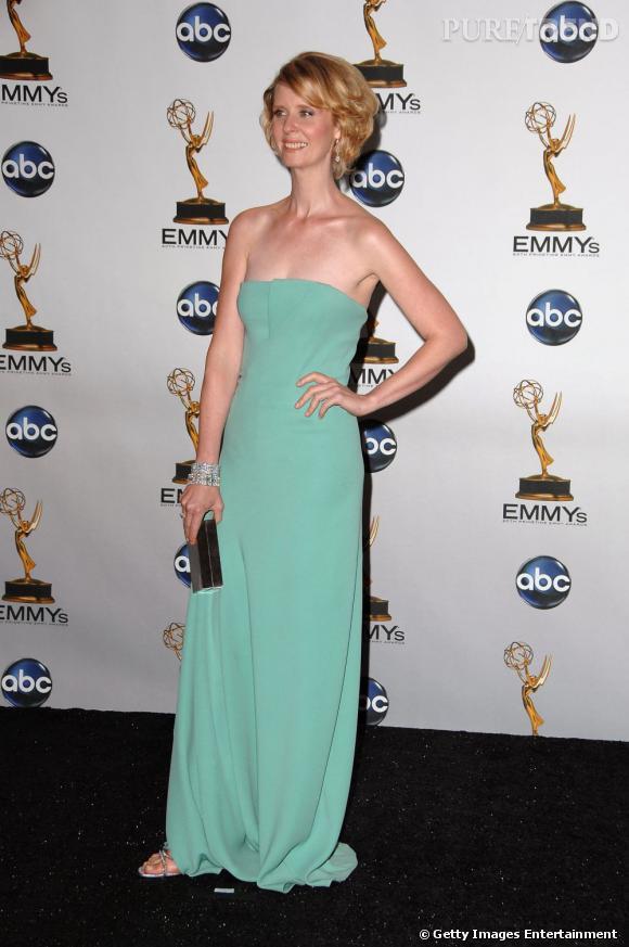 Cynthia Nixon choisit une robe vert d'eau... Une mauvaise idée lorsque l'on est blonde et trop pâlotte.
