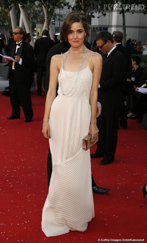 e521818163551 Rose Byrne porte une robe qui ne flatte en rien sa silhouette. Le vêtement  ne