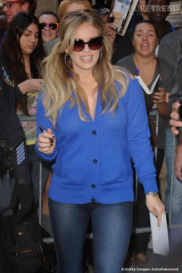 """Hilary Duff à New York pour la promotion de son livre """"Devoted""""."""