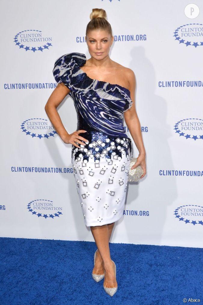 Fergie dans une robe george chakra couture au gala de la for Prix de robe de mariage en or georges chakra