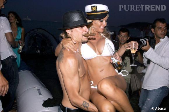 Pamela Anderson, le soir de ses noces avec Kid Rock. Elle s'est mariée en blanc, grande classe. C'était son deuxième mariage sur un total de trois.