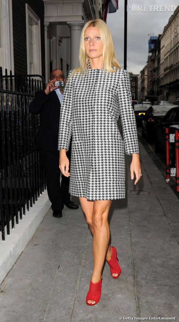 Lorsqu'on voit Gwyneth Paltrow avec son manteau pied de poule et ses escarpins rouges, impossible de la trouver ringarde !
