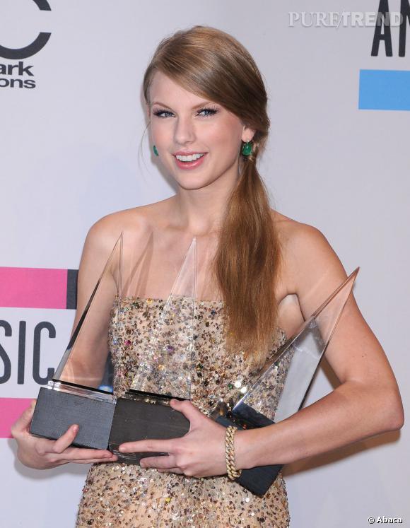 Taylor Swift grande gagnante des American Music Awards 2011 organisés à Los Angeles.