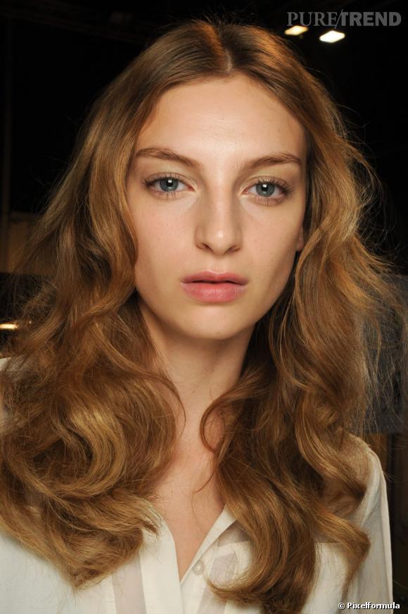 Les 10 coiffures tendance cet l'hiver Parmi les tendances de cet hiver, le long wavy rend la chevelure glamour.