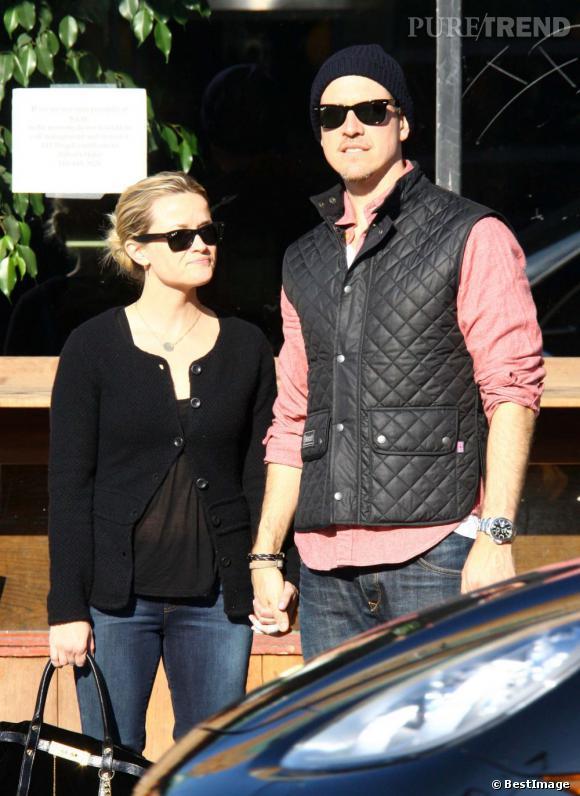 Reese Witherspoon en balade avec son mari dans les rues de Los Angeles.