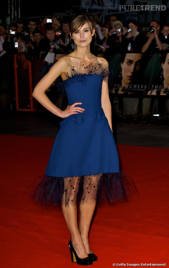 """La jeune femme rayonne dans une création Alexis Mabille à la première de """"The Duchess""""."""