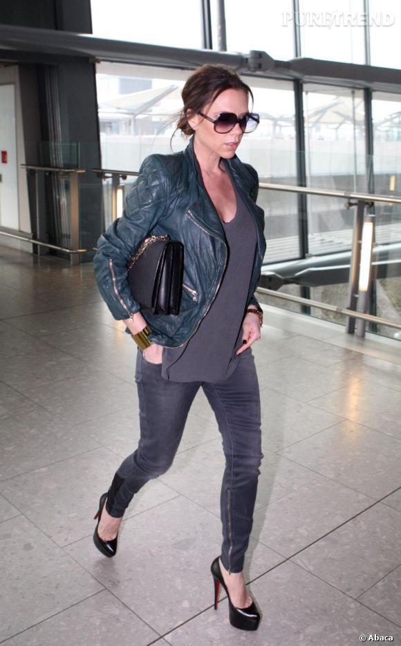 Victoria Beckham, aussi à l'aise sur 16 cm que dans des pantoufles...