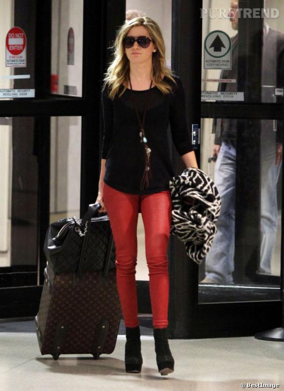 Ashley Tisdale à l'aéroport de Los Angeles.