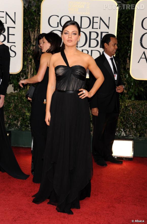 Mila Kunis très sensuelle dans sa robe Christian Dior.