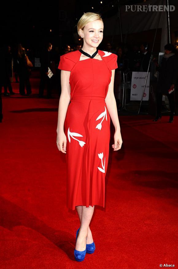 Carey Mulligan porte une robe Roland Mouret Printemps-Été 2012.