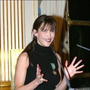 Sophie Marceau devient Chevalier des arts et des lettres en 2003.