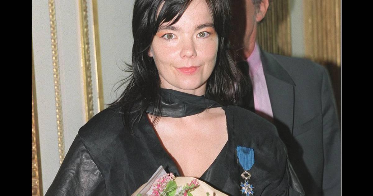 Jack Lang 2001La Reçoit De Björk Une Des Mains En Chanteuse 34qjL5AR