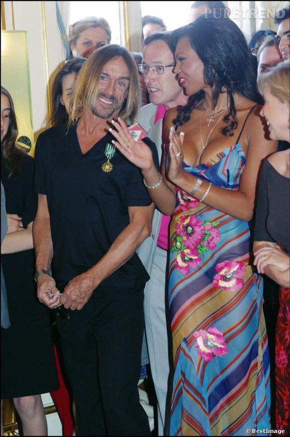 Légende du rock, Iggy Pop devient officier des Arts et des Lettres en 2003.