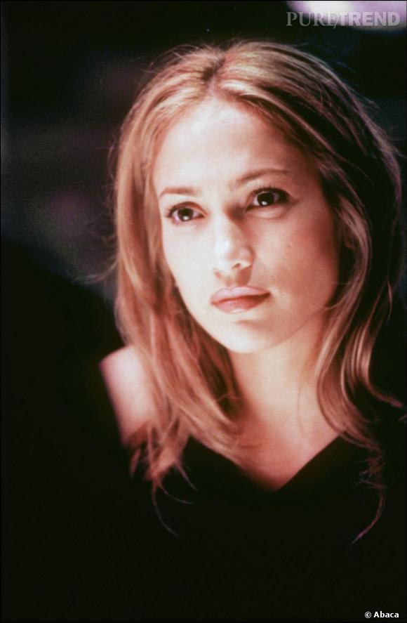 Dans le film Angel Eyes en 2001, Jennifer Lopez a une coupe à la Jennifer Aniston qui lui va très bien.