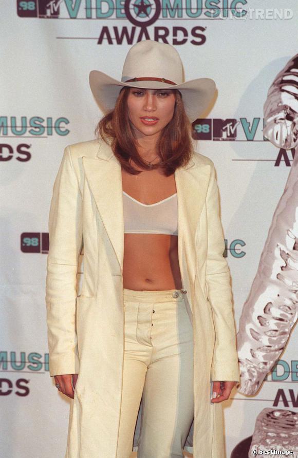 Style cowgirl pour Jennifer Lopez avec un carré long et une couleur aux reflets roux.