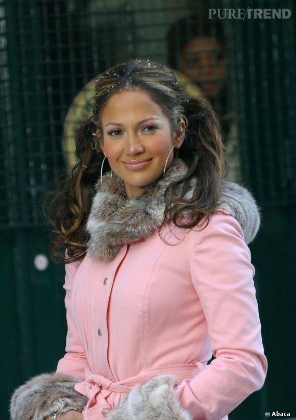 Pour son clip  All I have  en 2003, Jennifer Lopez opte pour deux couettes. Passé 15 ans, les couettes, c'est non !