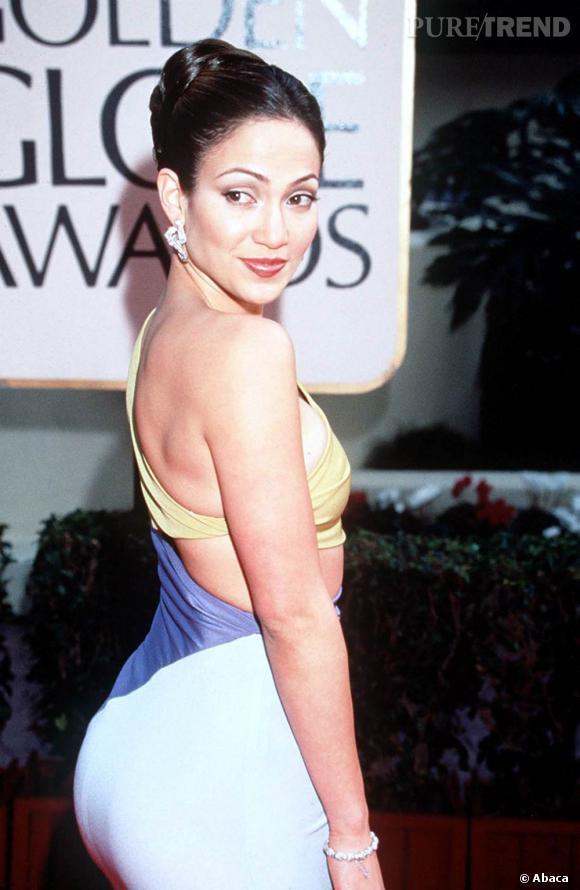 En 1999, Jennifer Lopez comprend que le chignon sera son meilleur allié.