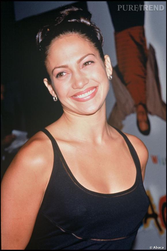 L'évolution capillaire de Jennifer Lopez. Ici, en 1996, elle est aux portes de la gloire, et du style.