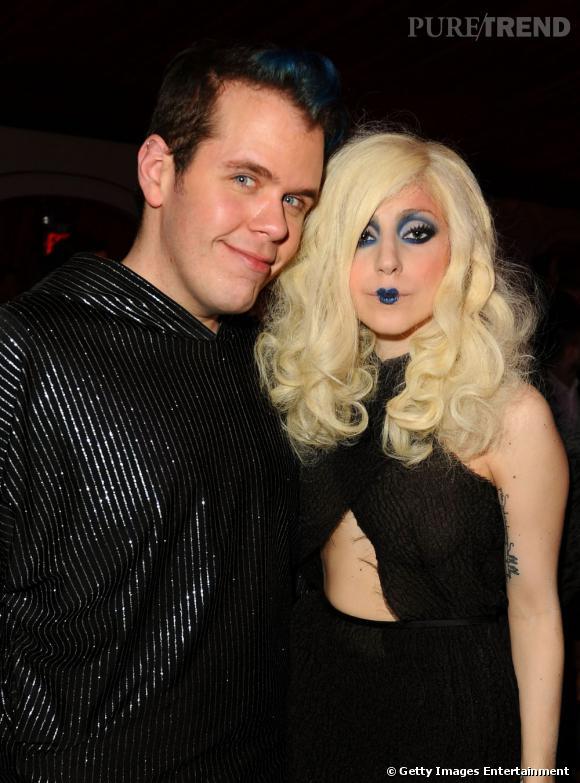 Perez Hilton a interviewé Lady Gaga dernièrement. Bizaremment, face aux célébrités il se tient toujours à carreaux.