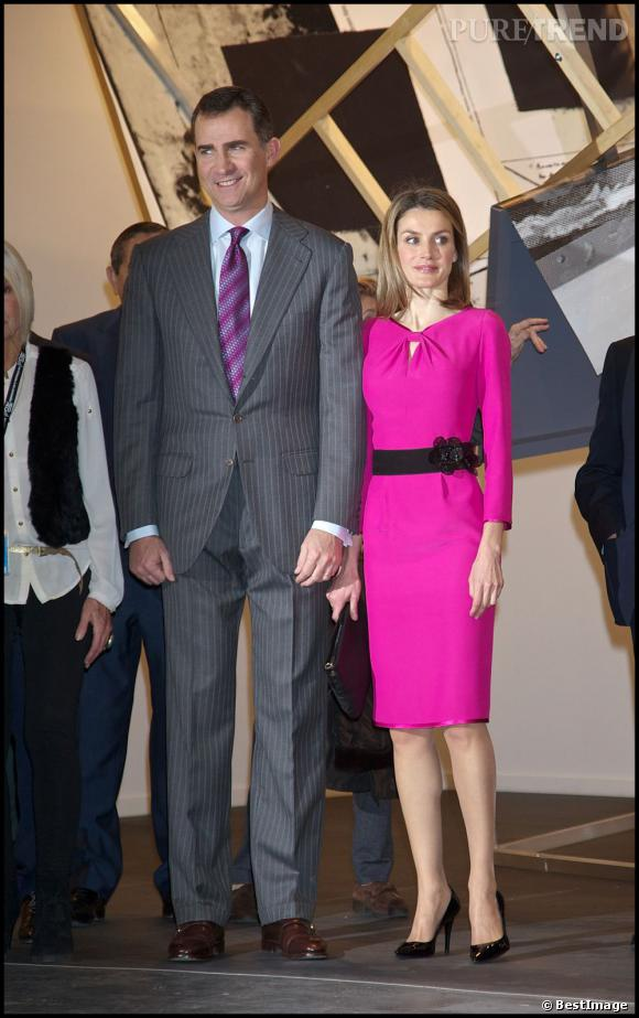 Letizia Ortiz n'arrive pas à la taille de son mari, même avec ses escarpins vernis.