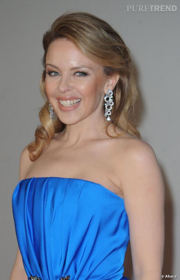 Beauty look travaillé, Kylie Minogue ne laisse rien au hasard sur le tapis rouge.