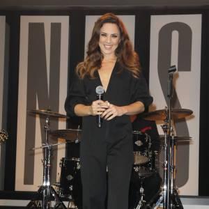 Brune et très amincie, la chanteuse a su profiter de son succès.