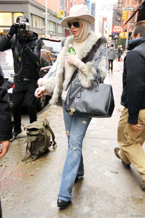 Lindsay Lohan, turban et chapeau ... Aurait-elle quelque chose à cacher ?